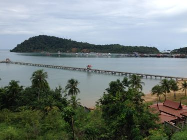 【タイ】チャーン島観光へヨーロッパ人留学生と-雨季だったけど良い思い出